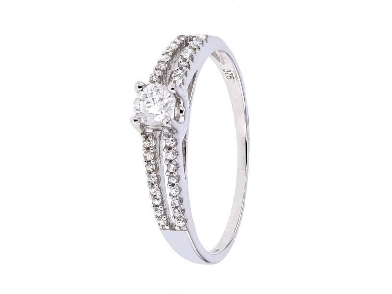 Diamond sided engagement ring solitaire diamond in 9 K gold