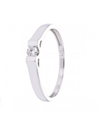 Diamond solitaire engagement ring in 9 K gold