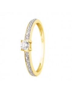 Bague solitaire de fiancailles accompagnés de diamants en or jaune