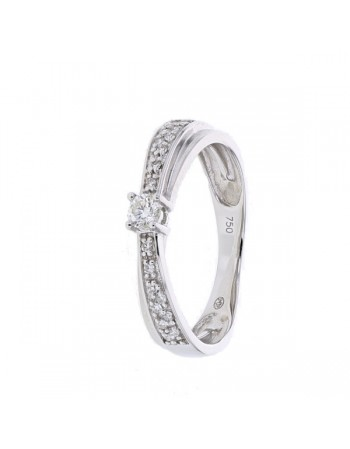 Diamond solitaire ring in 18 K gold