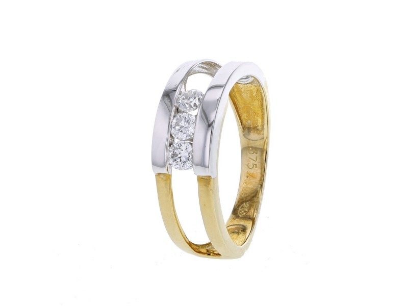 Three stone diamond ring in 9 K gold