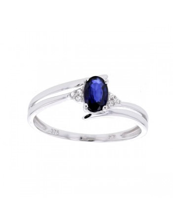 Diamond sided sapphire ring in 9 K gold
