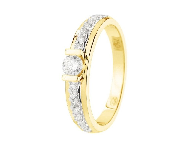Diamond solitaire ring diamond sided in 18 K gold