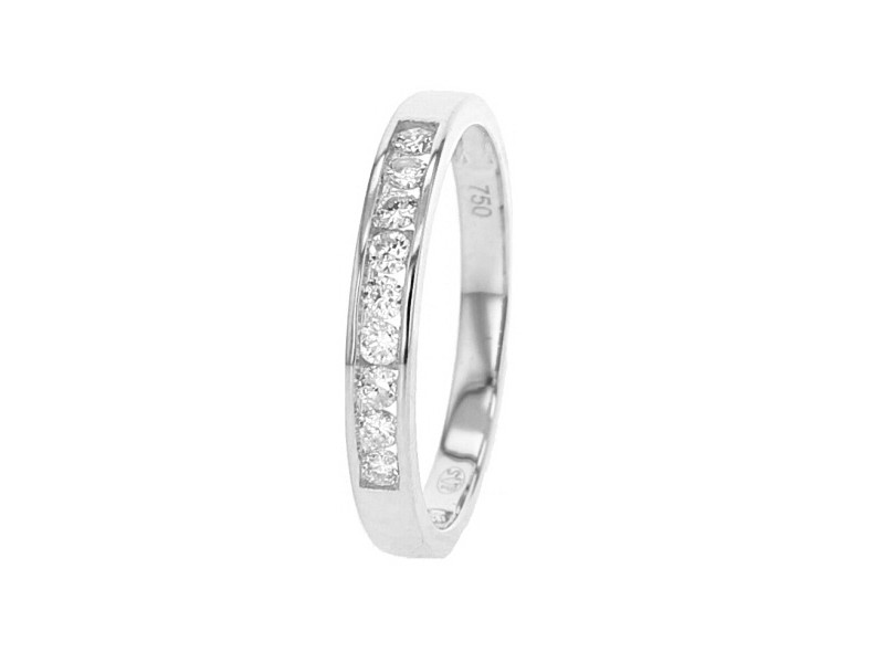 Demi-alliance diamants sertis en rail en or blanc