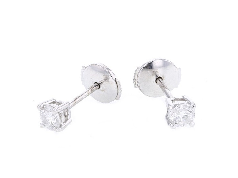 Boucles d'oreilles clous, diamants montés quatre griffes en or blanc