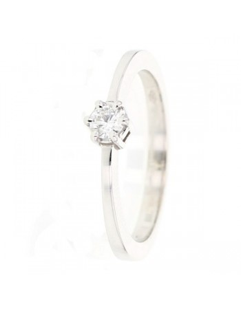 Modern classic solitaire ring in 18 K gold