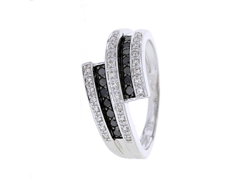 Contrasting pave set ring black and white diamonds in 9 K gold