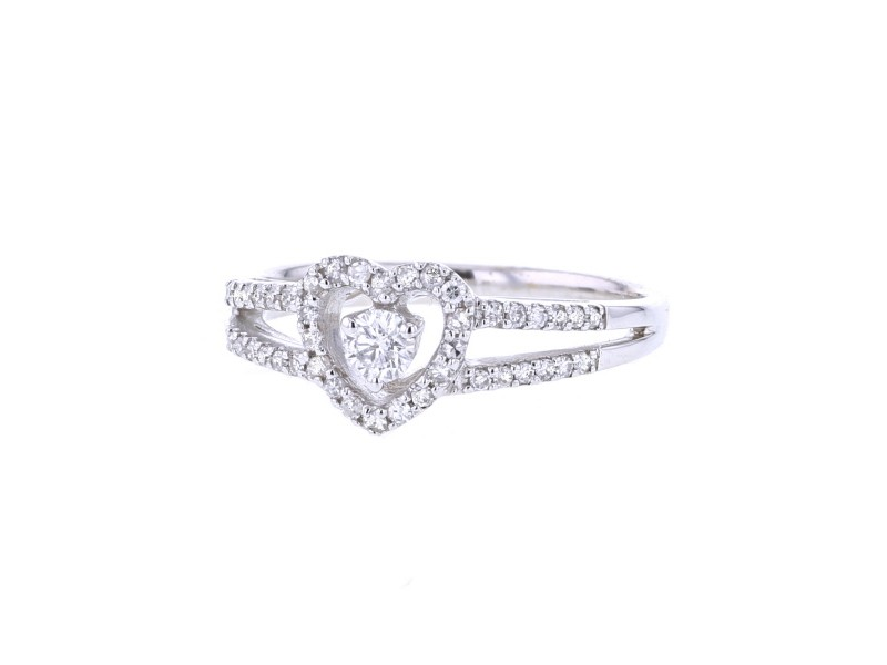 Diamond heart shape halo solitaire ring in 18 K gold