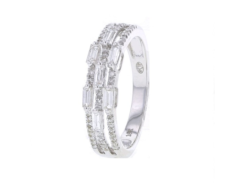 Imposing wedding ring with baguettes diamonds in 18 K gold