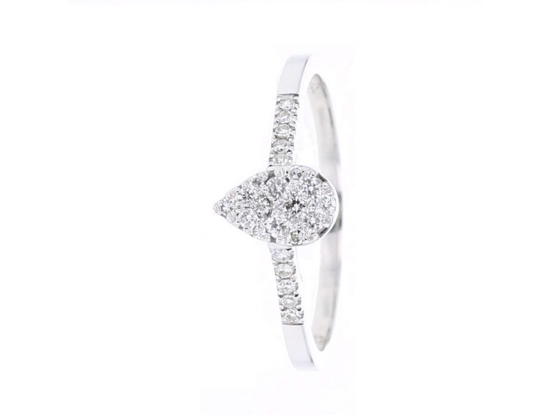 Illusion set pear shape diamonds ring in 18 K gold