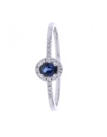 Bague saphir et entourage diamants en or blanc