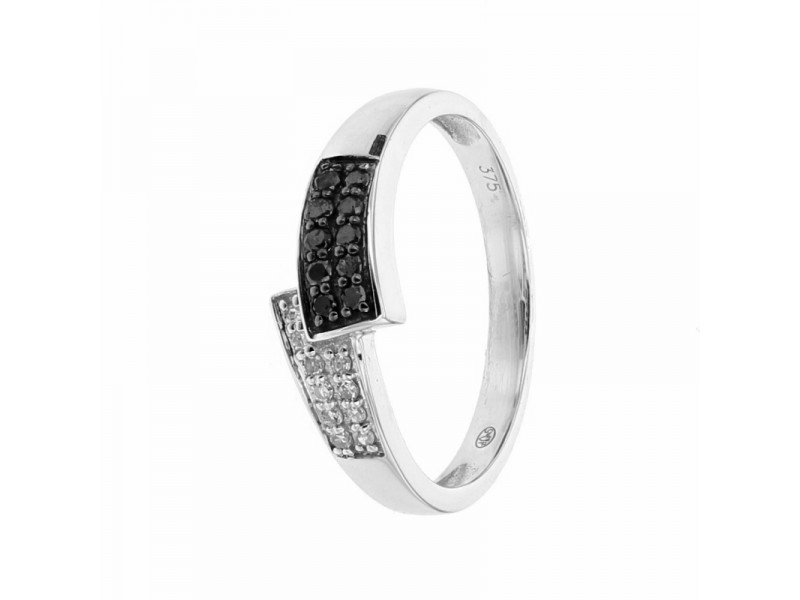 Black and white diamond set ring in 9 K gold