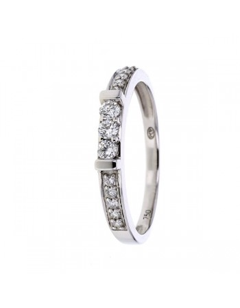 Diamond sided three stone ring in 18 K gold