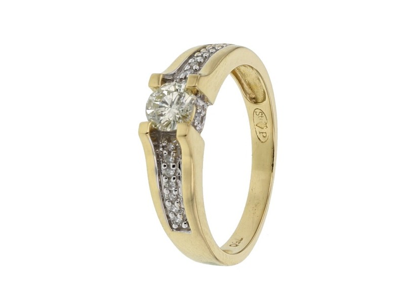 Diamond sided solitaire ring in 18 K gold