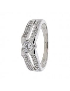 Bague solitaire diamant serti étoilé accompagné en or blanc