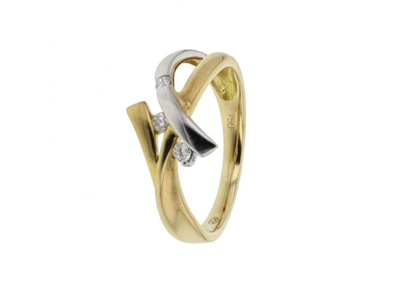 Three strings set with diamonds ring in 18 K gold