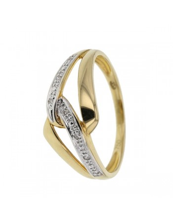 Interlocking ring pave set diamonds in 18 K gold