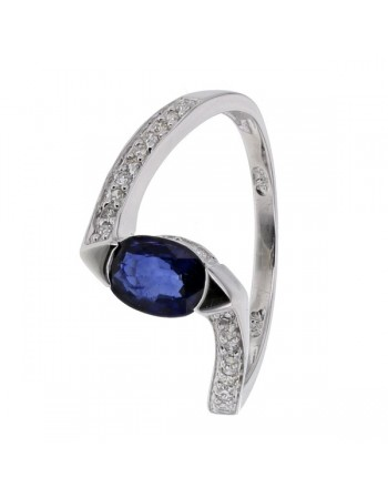 Interlocking sapphire ring diamonds on sides in 18 K gold