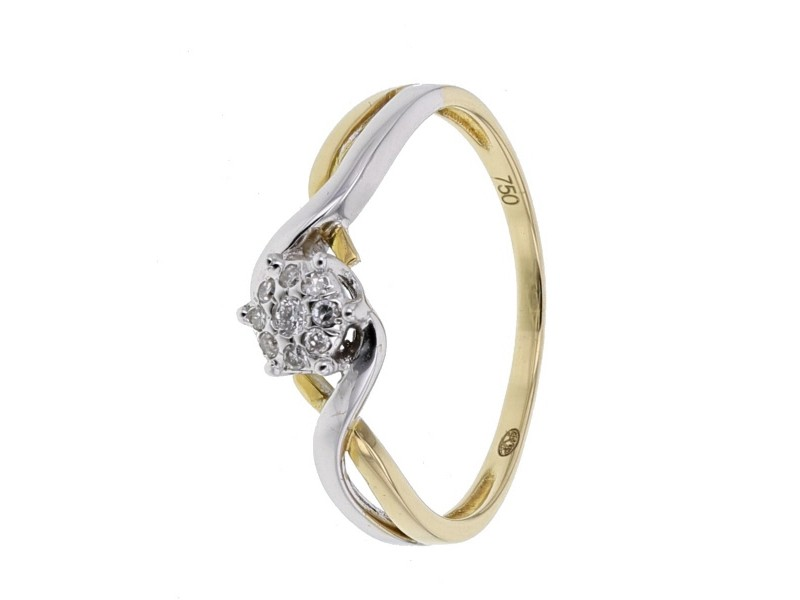 Cluster diamond twist ring in 18 K gold