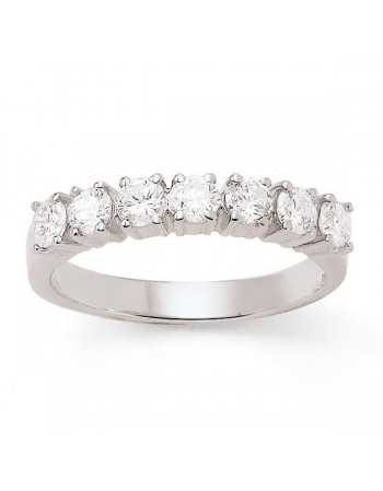 Demi-alliance diamants sertis quatre griffes en or blanc