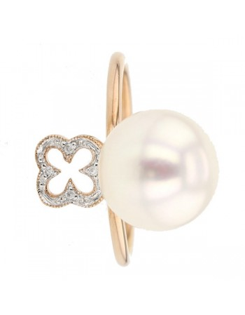 Diamond set clover and freshwater pearl ring in 9 K gold