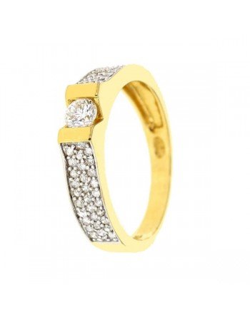 Stylish solitaire ring sides pave set diamonds in 18 K gold